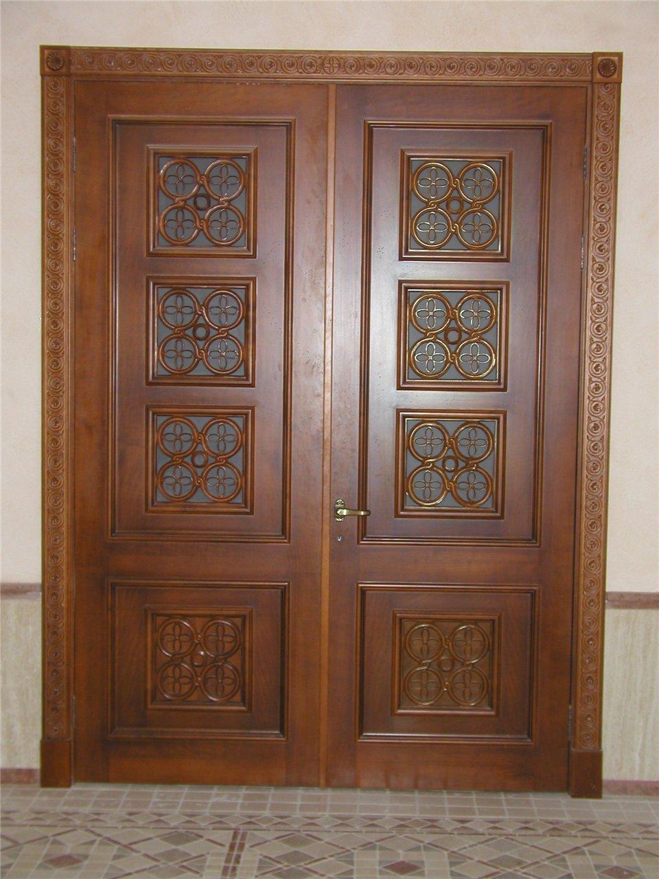 Двери из массива дерева в Киеве